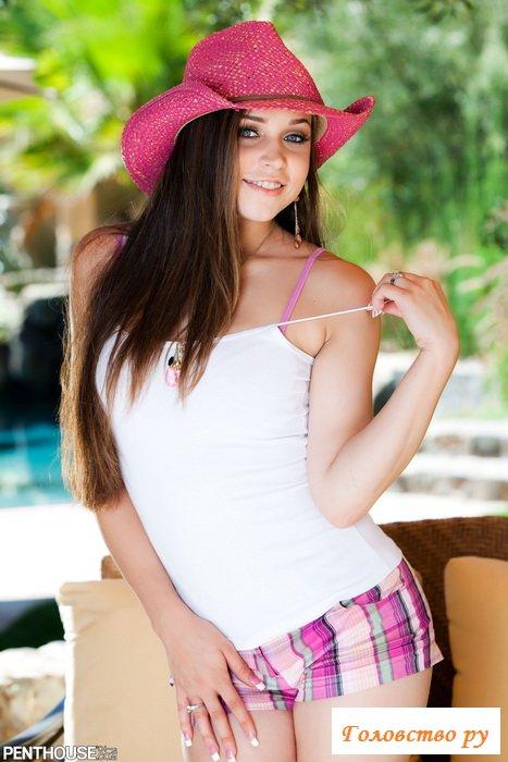 Секси в розовой ковбойской шляпе