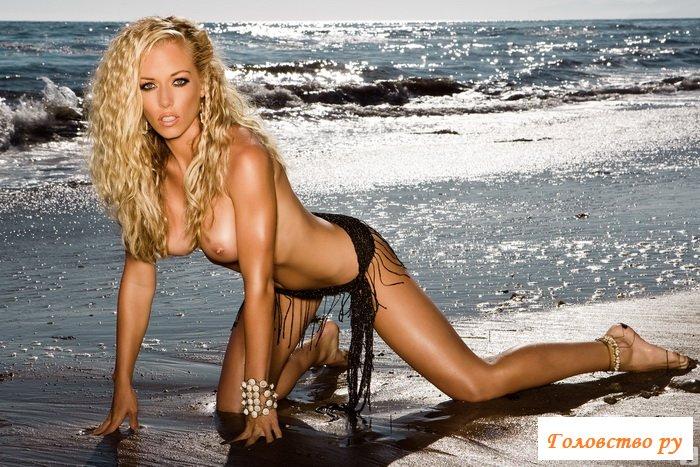 Горячая секси на пляже