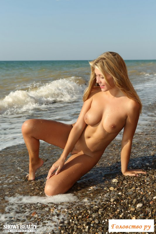Шикарные сисяндры в эротике на море