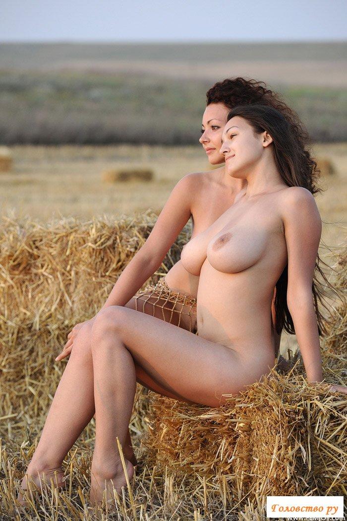 Сайт голые деревенские девки фото