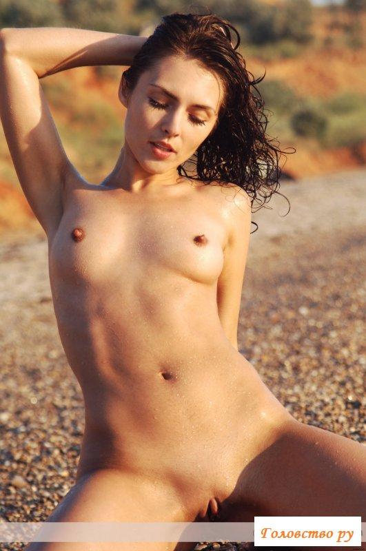Удалось заснять одну из голых нудисток