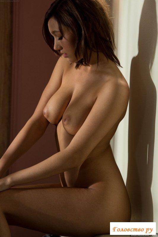 Пилотка бритая и сиськи голые