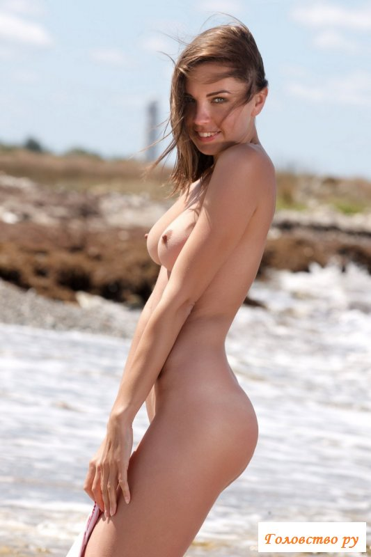 Прогрела красивые обнаженные груди