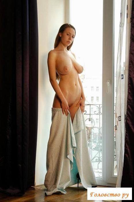 Обвисшая грудь очаровательной девчули