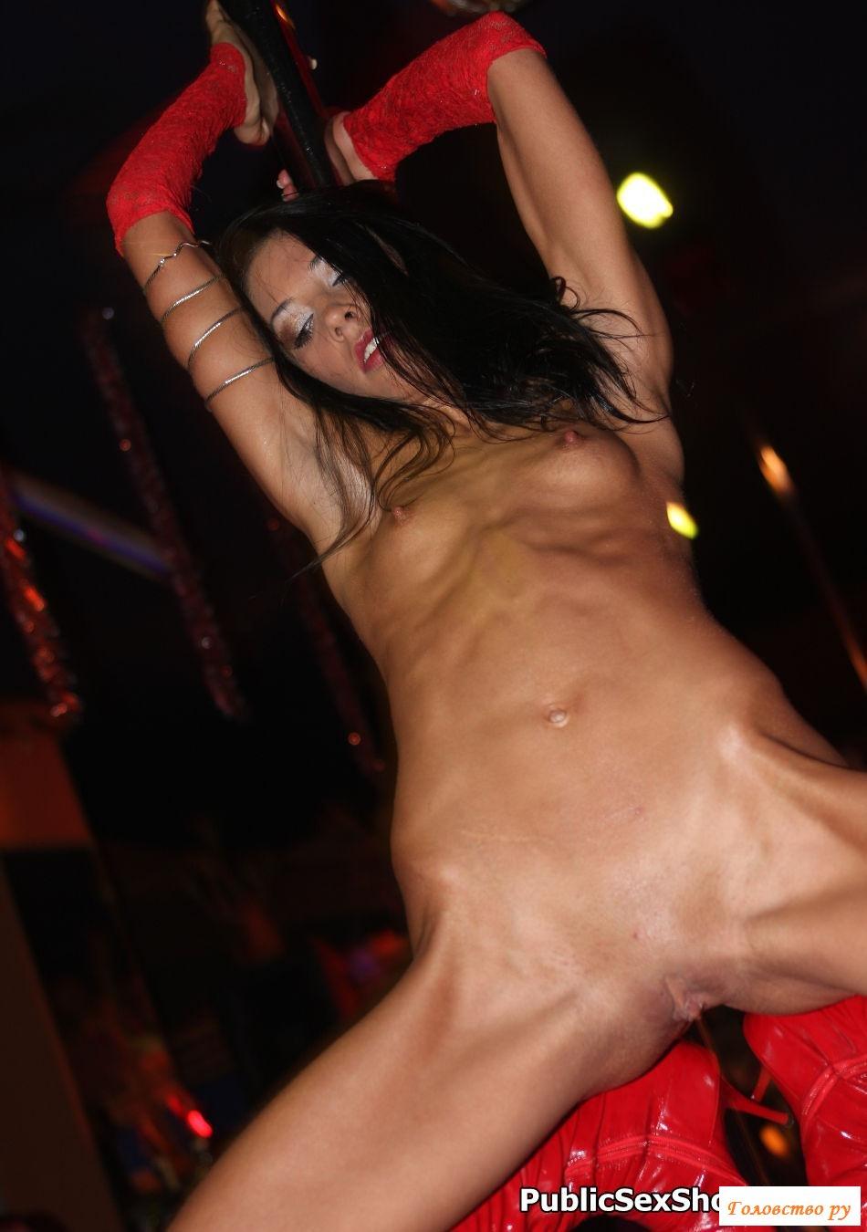 Видео стриптиз женский с грудью голой спросила играючим