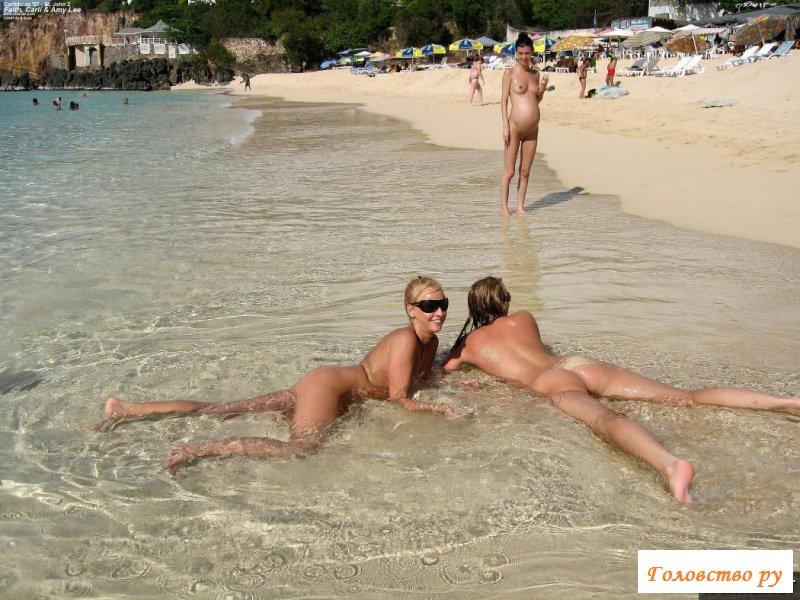 Толпа похабных тёлок на морском пляже