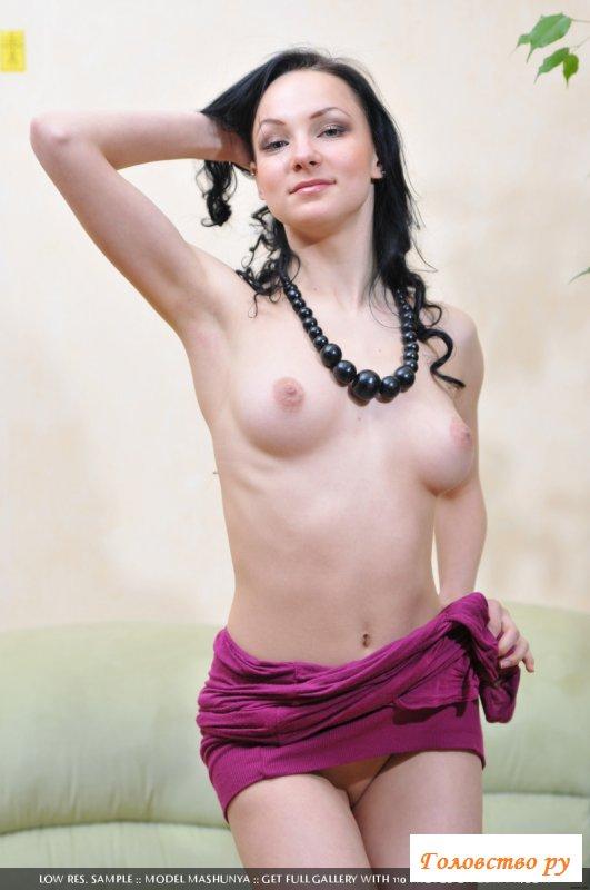 Девчонка украсила фото голыми сиськами