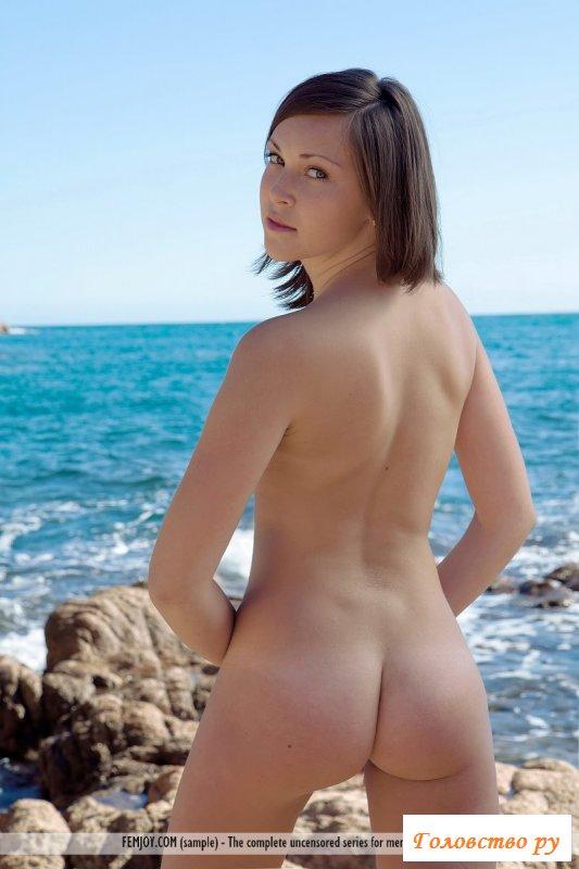 Голая на море показывала жопу фото