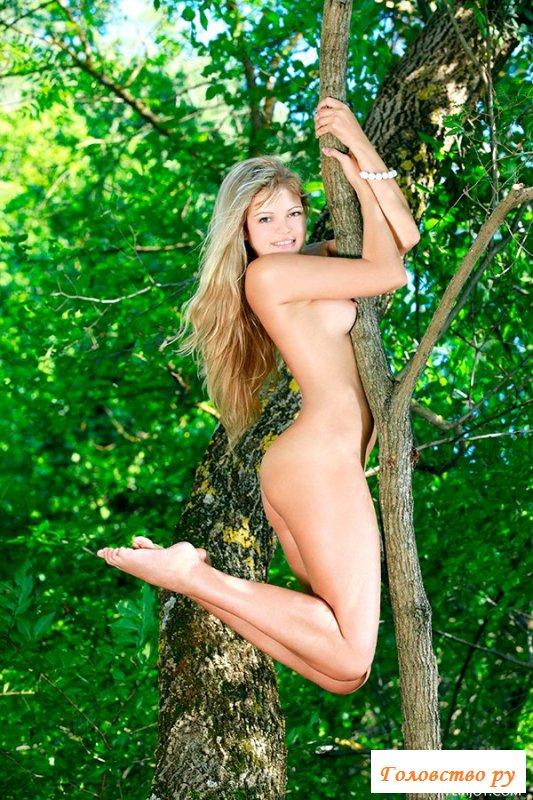 В лесу устроила эротику