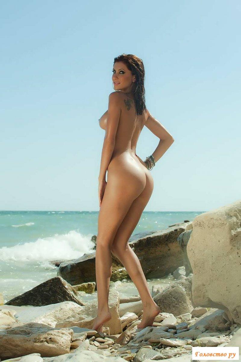 заворотнюк оголилась на пляже щечку