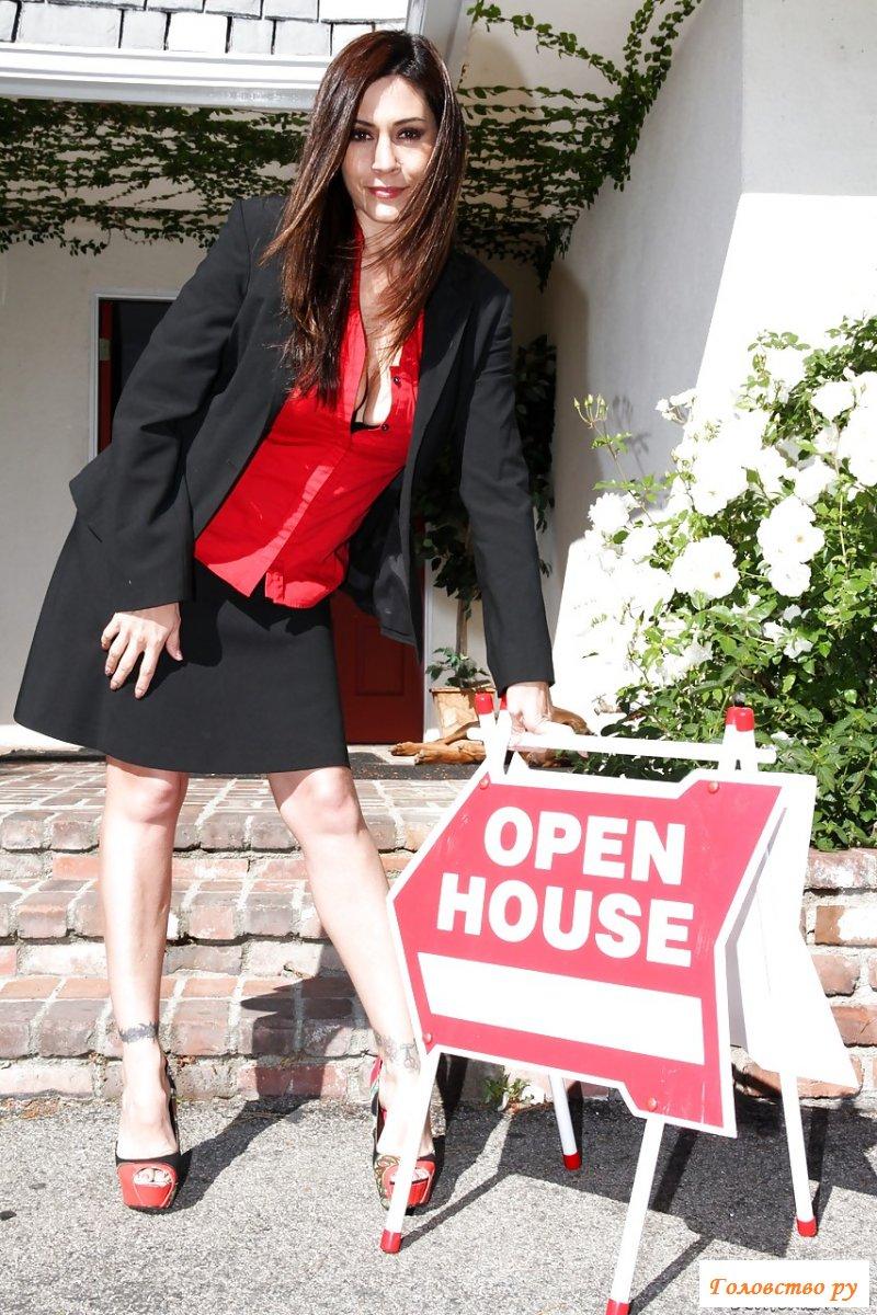 Голая лесбиянка вылизала жопу агенту по недвижимости