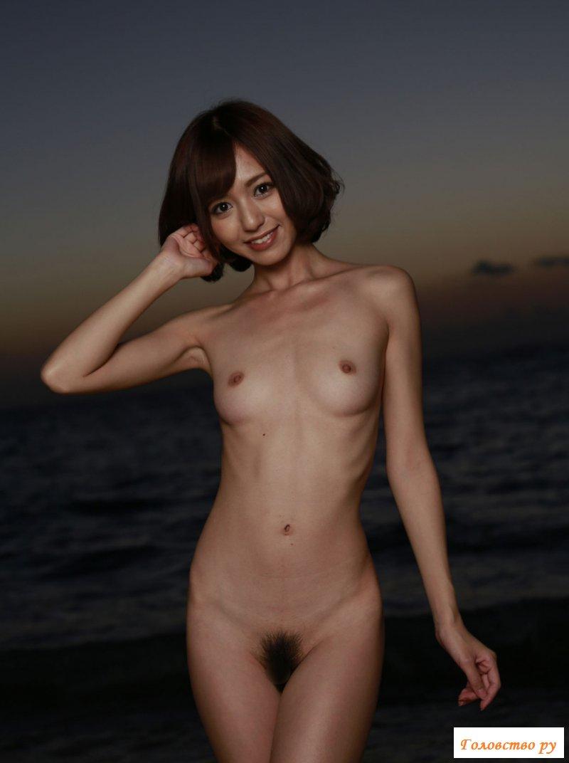 Обнаженная японка на фоне красивого заката