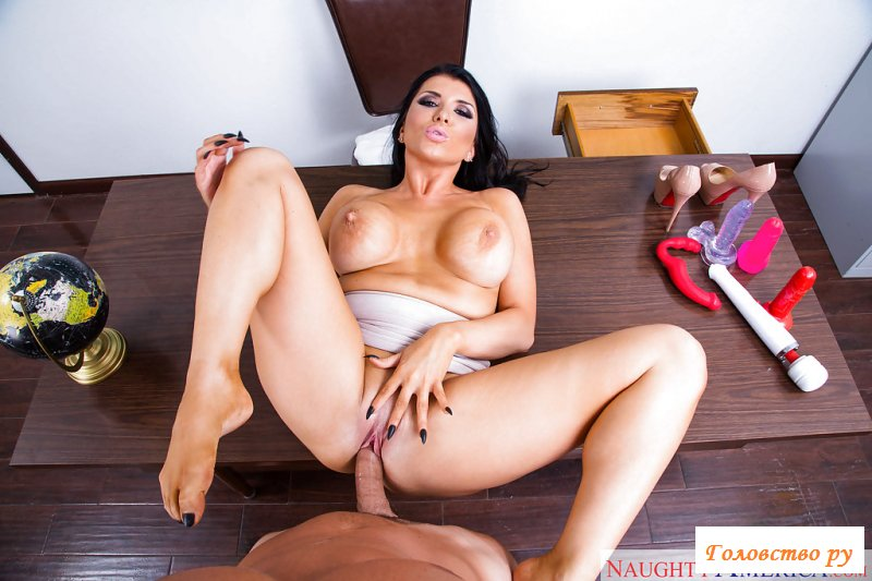 Похотливая голая училка занялась сексом с ухажером