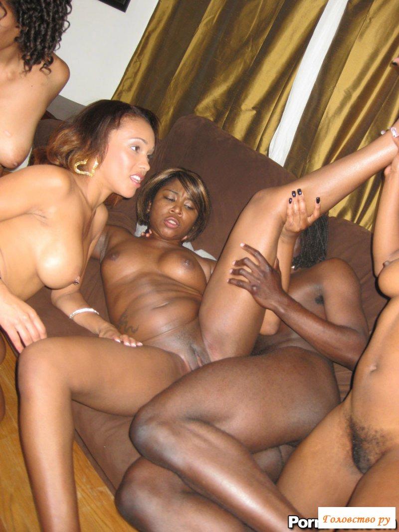 afroamerikanskie-porno-orgii-smotret-foto-podglyadivanie-za-studentkami-v-tualete