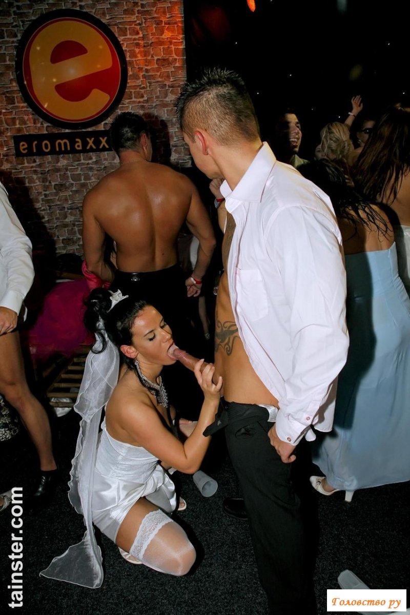 Секс с голыми телками на свадебной вечеринке