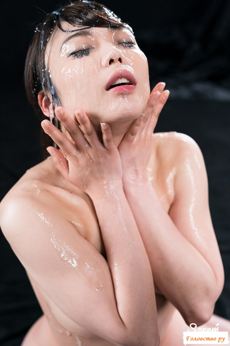 Миленькая голая азиатка принимает много спермы