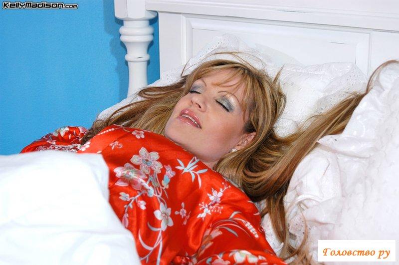 Минет от раздетой спящей женщины