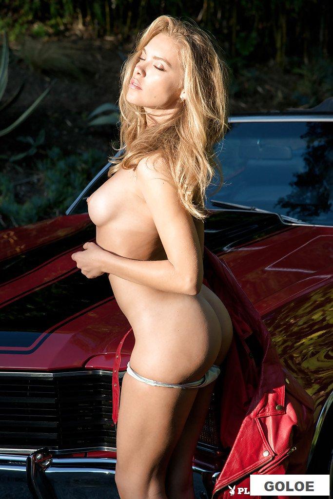 Голая грузинка Kristy Garett у дорогого авто
