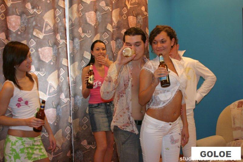Секс с пьяными молодухами на вечеринке