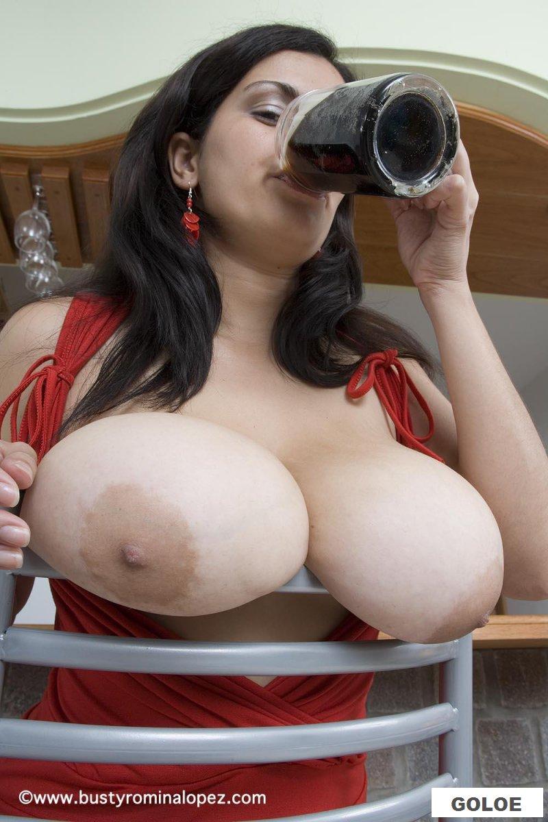 Эротика грудастой европейки с пивом