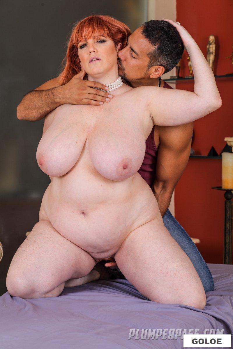 Порно с рыжей бабой на массажном столе