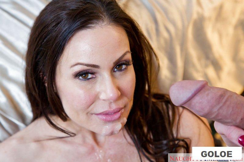 Голая милфа Kendra Lust получает сперму