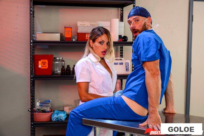 Порно в операционной с развратной докторицей