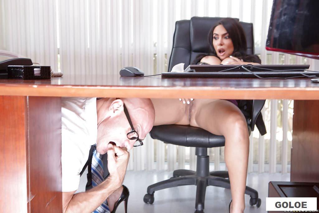Лысый устроил трах с офисной работницей